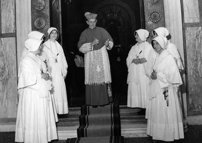 offering of crucifix to missionary sisters, 24.7.1959